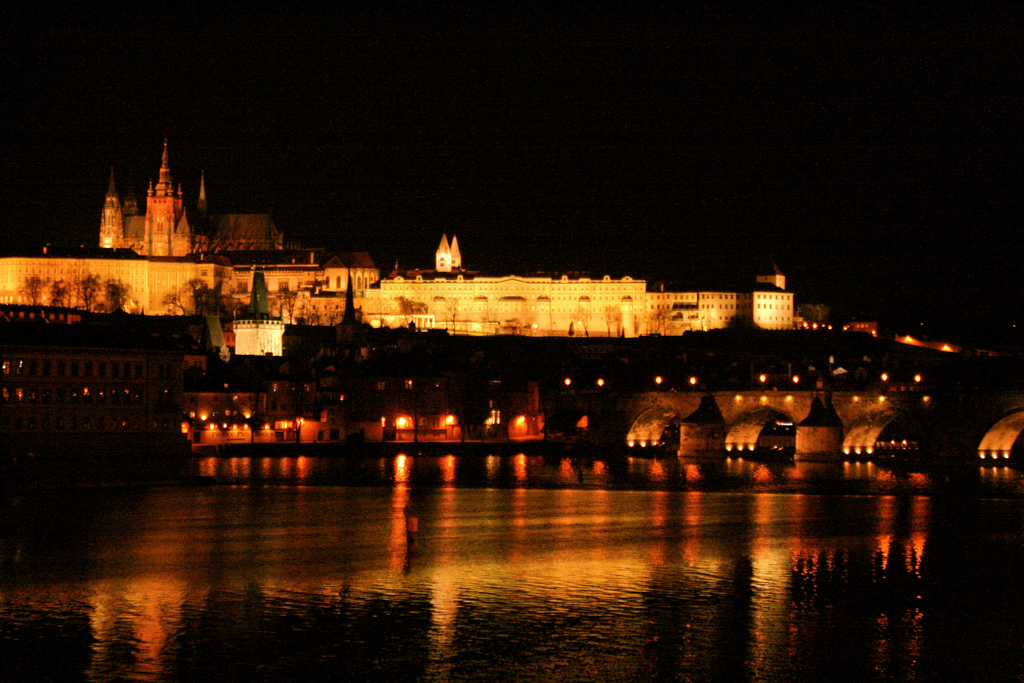 night-view-prague-castle-czech-republic
