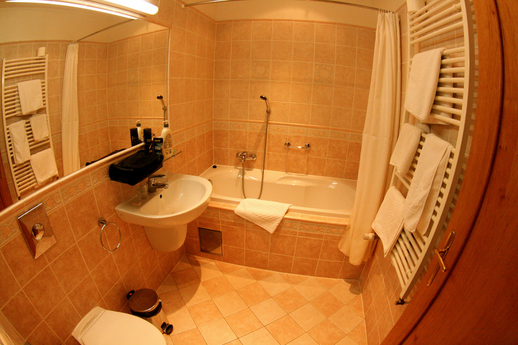prague-hotel-bathroom
