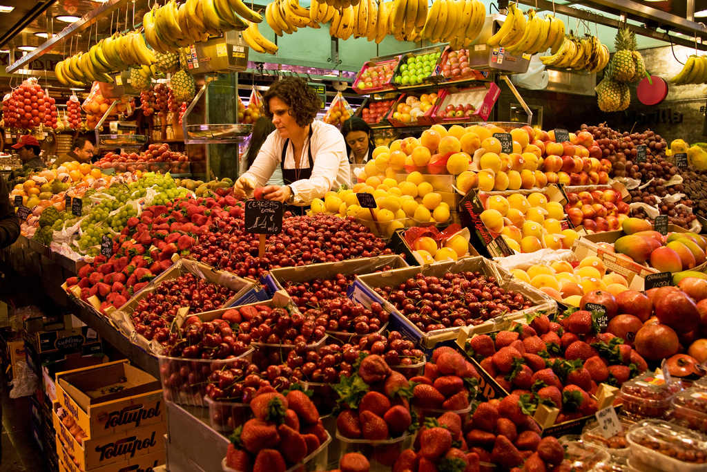 barcelona-spain-las-ramblas-fruit-stand