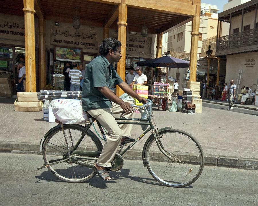 dubai-bicyclist