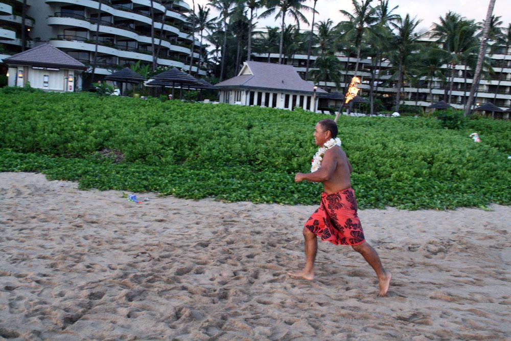 maui-hotel-torch-ceremony