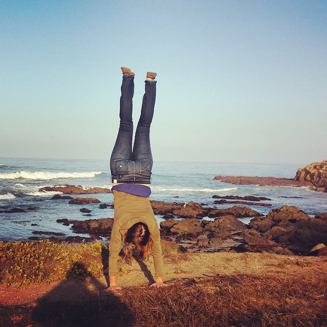 kelly-handstand