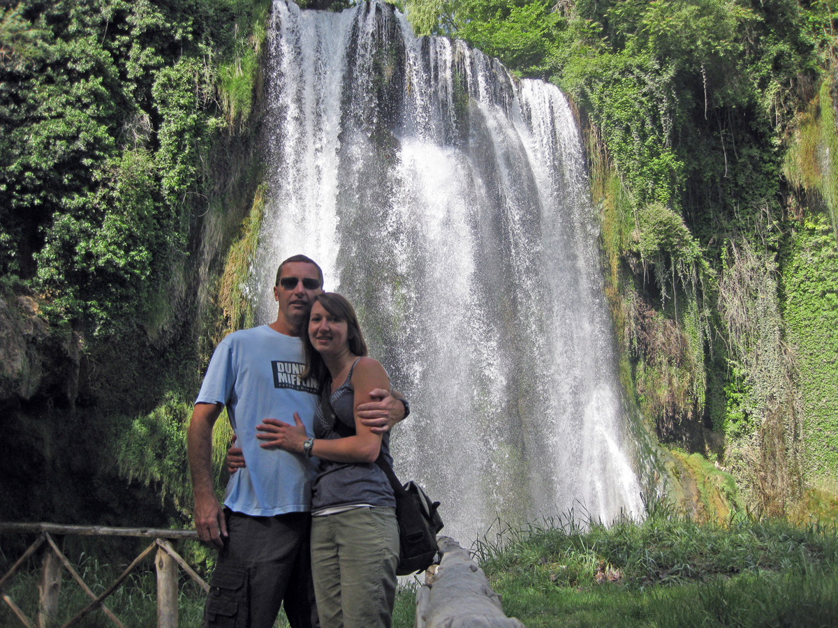 kelly-sterling-waterfall-monasterio-de-piedra