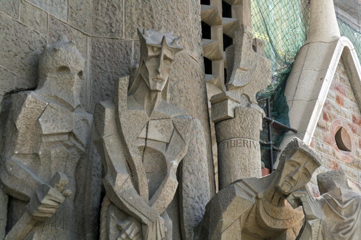 la-sagrada-familia-statues