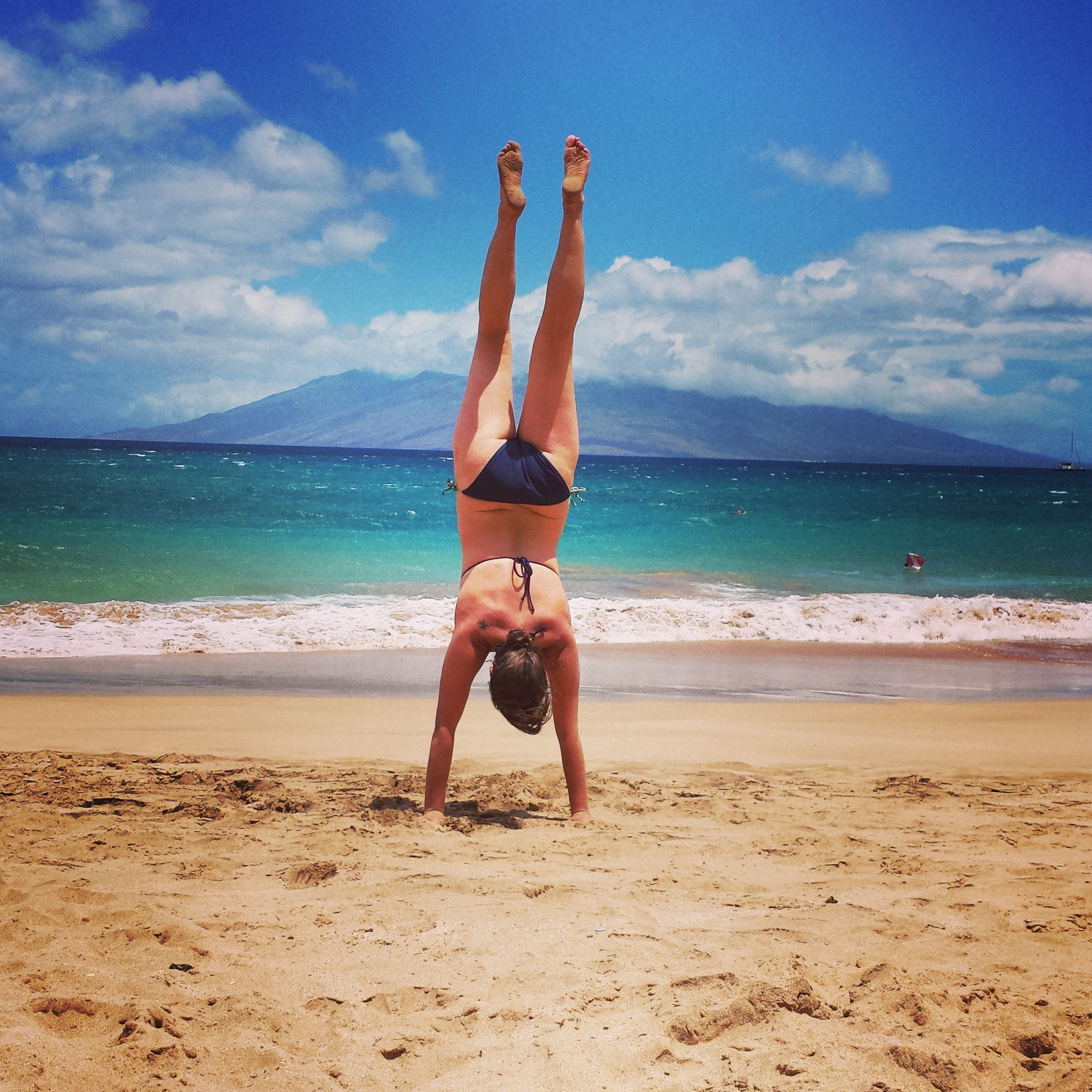 maui-beach-handstand-kelly-lane