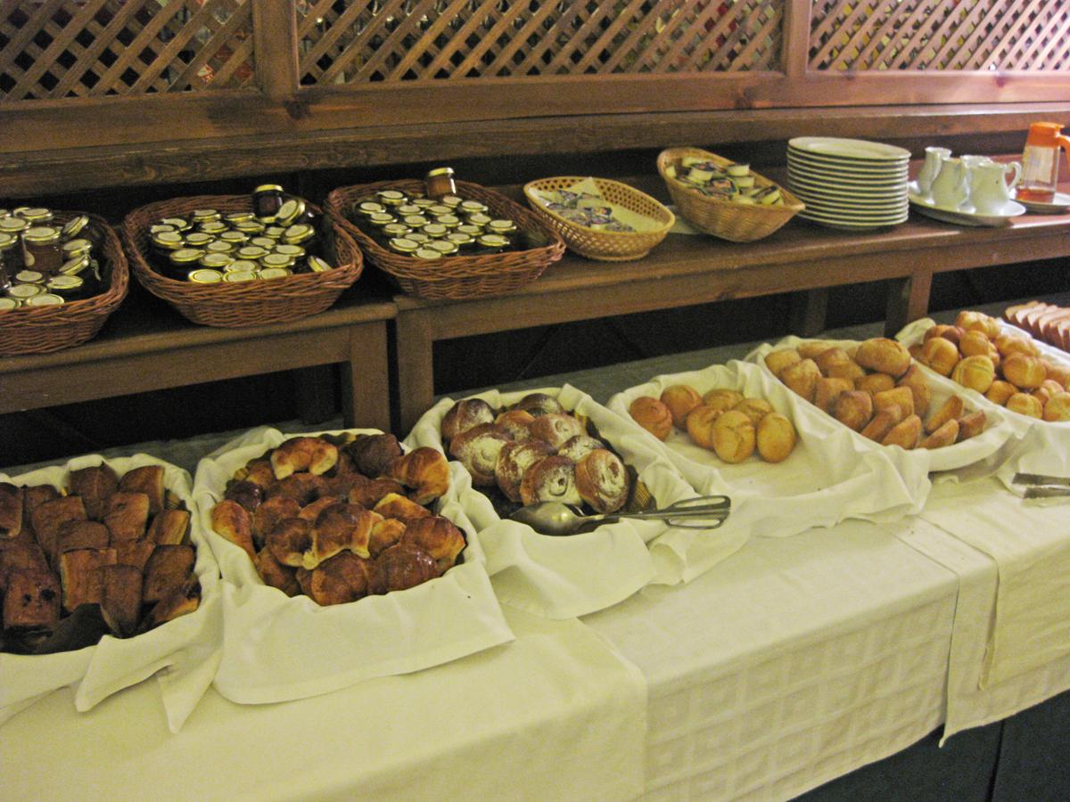 monasterio-de-piedra-breakfast