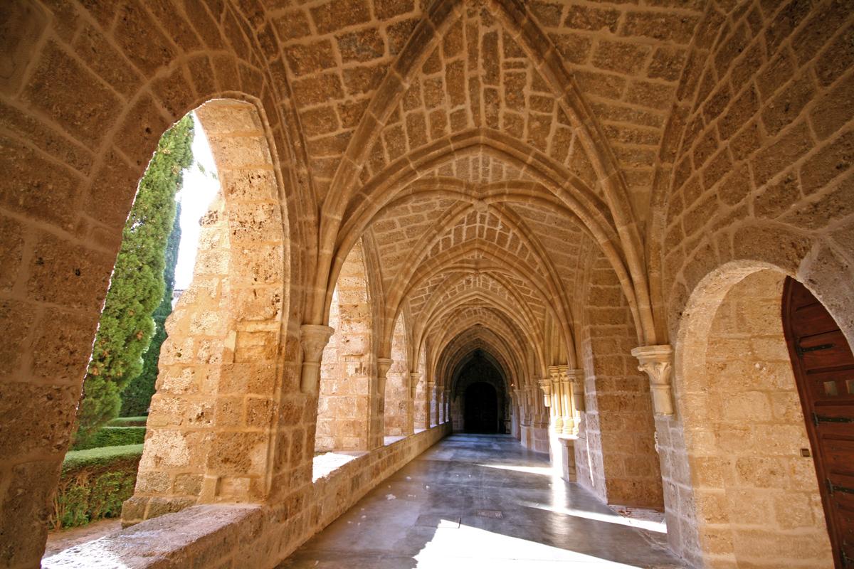 monasterio-de-piedra-catherdal-hall