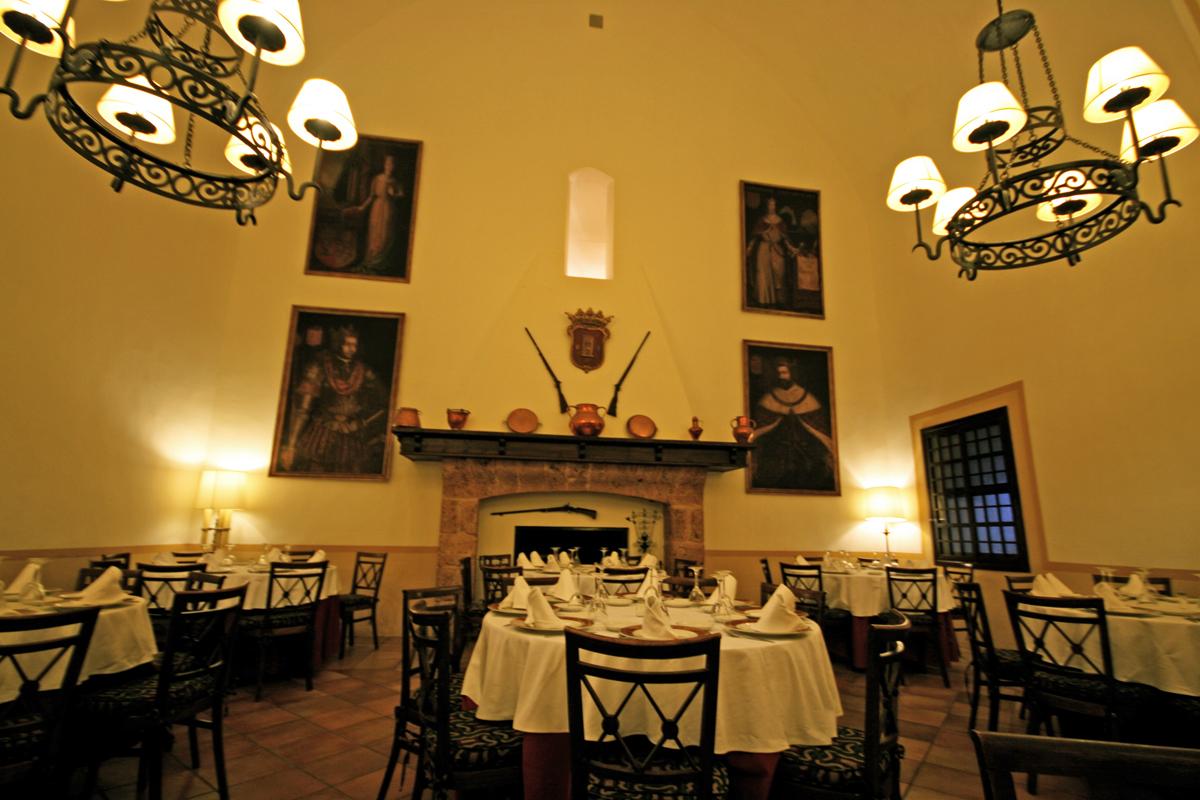 monasterio-de-piedra-dining