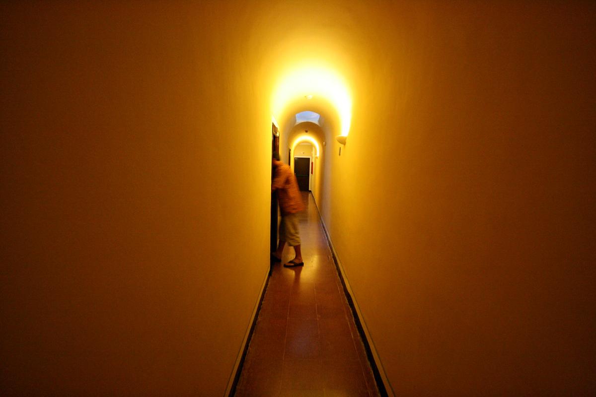 monasterio-de-piedra-hallway