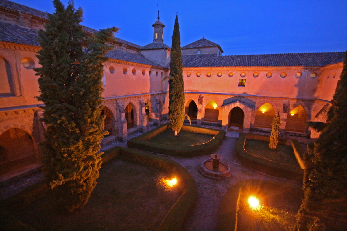 monasterio-de-piedra-night