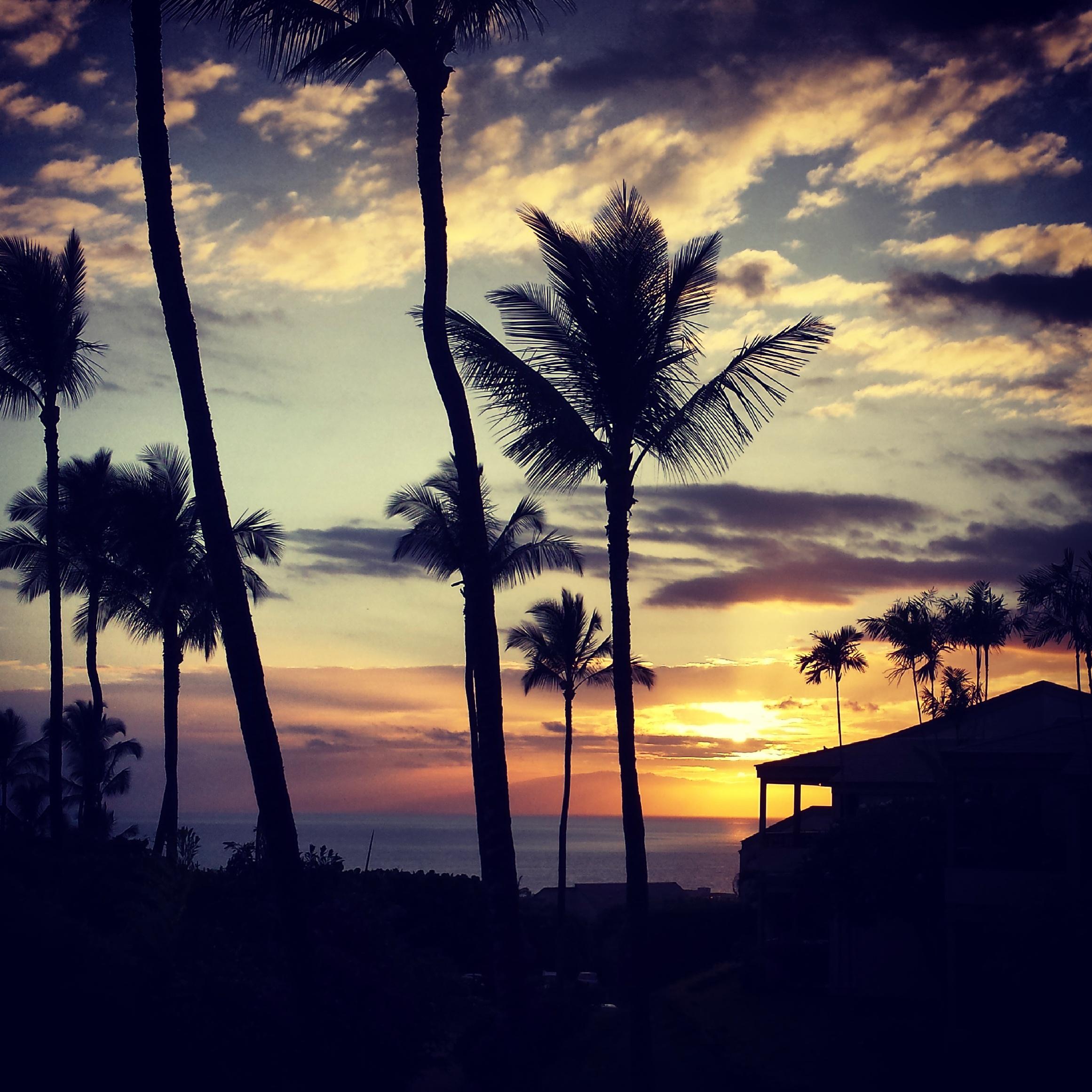 sunset-ekolu-village-maui