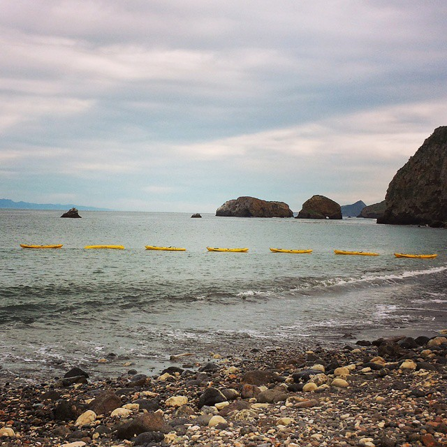 kayaks-scorpion-landing-anacapa-island