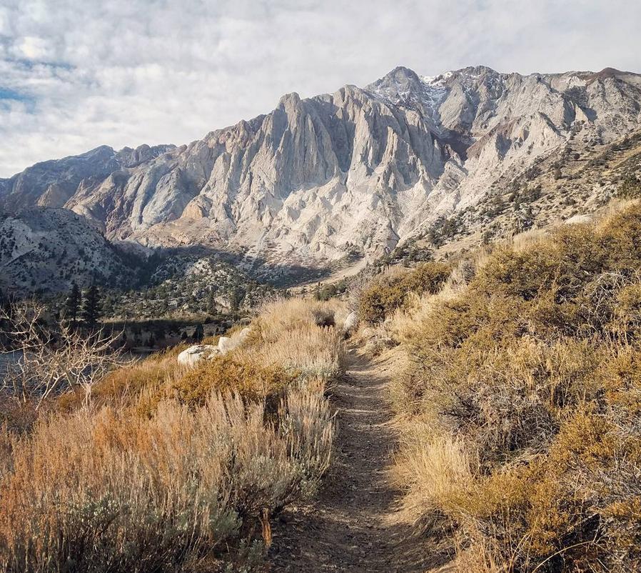 Convict-lake-hike-mountains