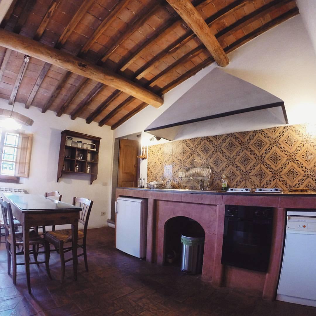 Castello-di-bibbione-kitchen