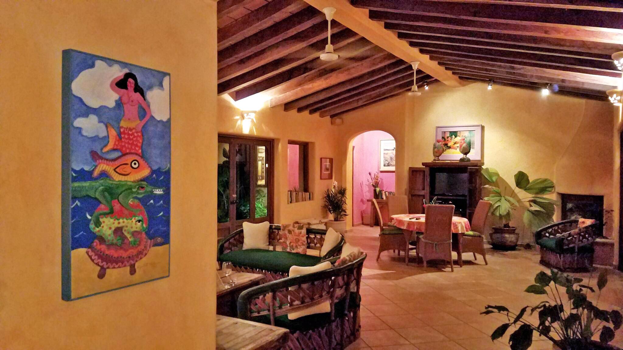 Villa-mariposa-dining-night