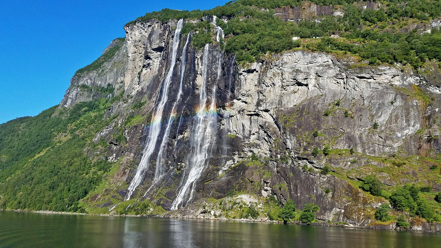 7-sisters-waterfall-norway