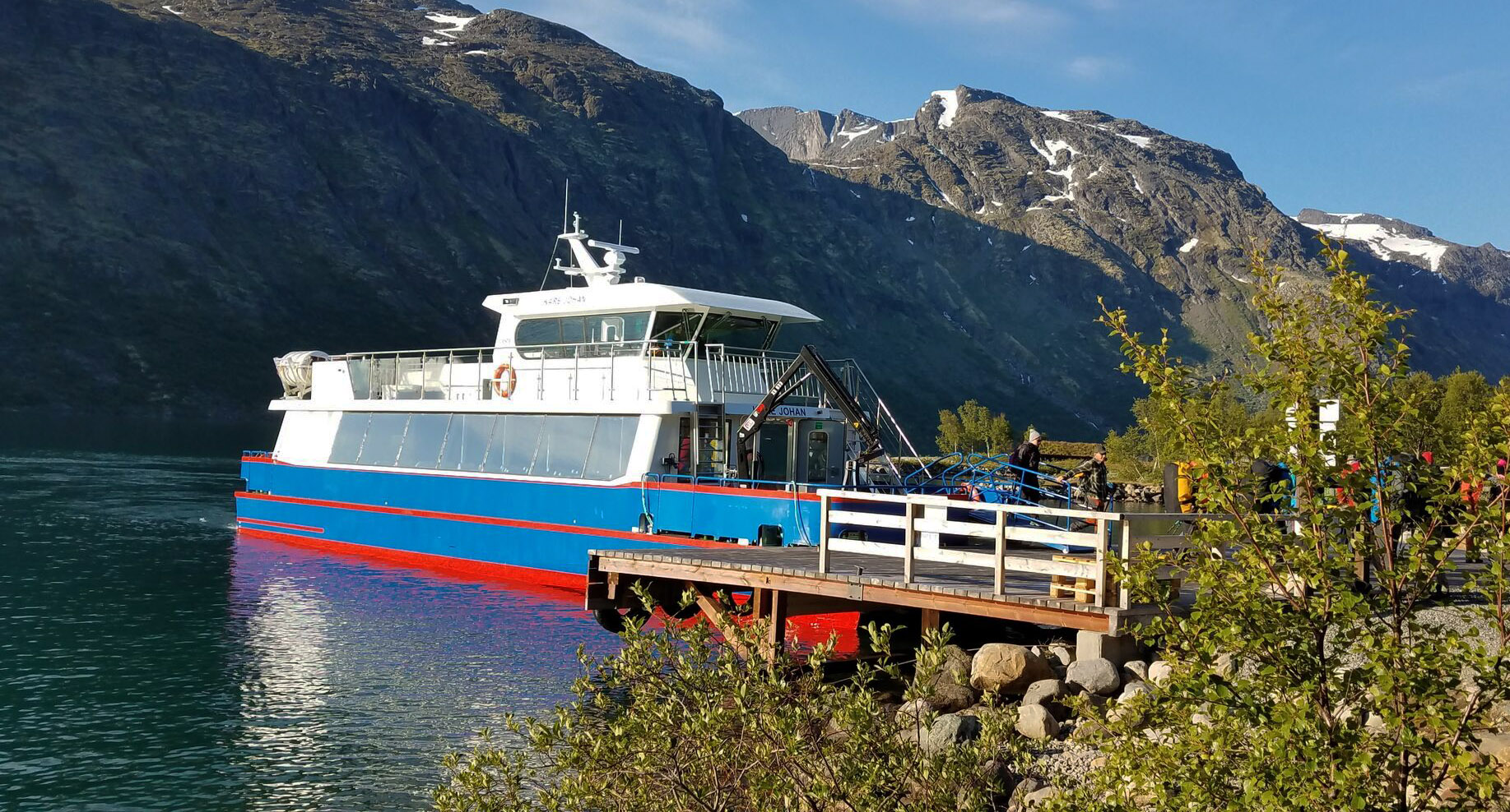 Besseggen-lake-gjende-ferry