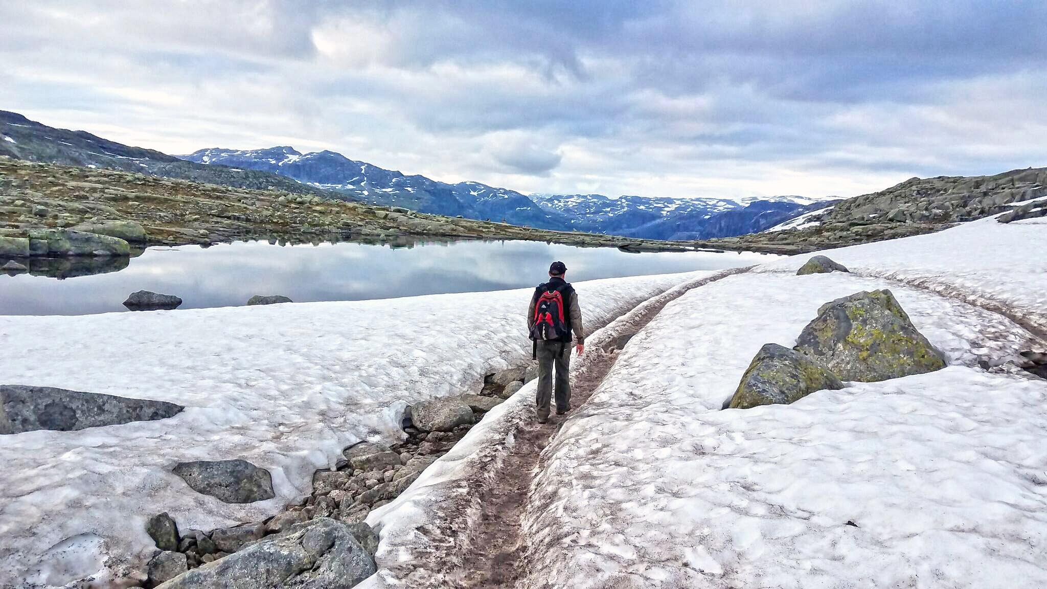 Glacier-trolltunga-snow