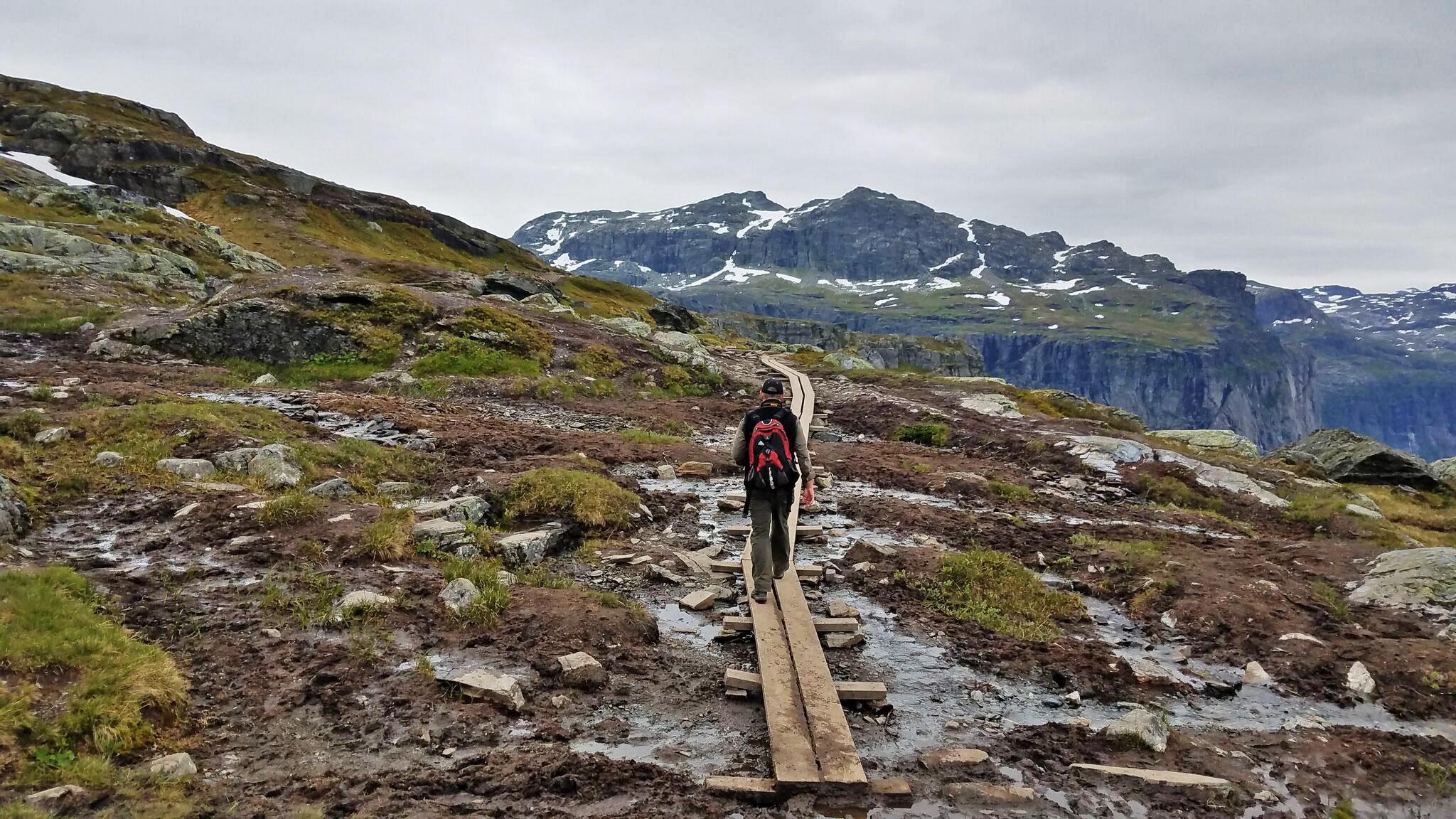 Mik-trolltunga-hike